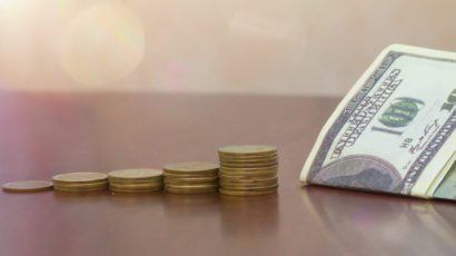 Dollar rises slowly as market awaits Trump's tax plans